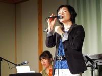 マリー大本さんの優しい歌声が響きます。